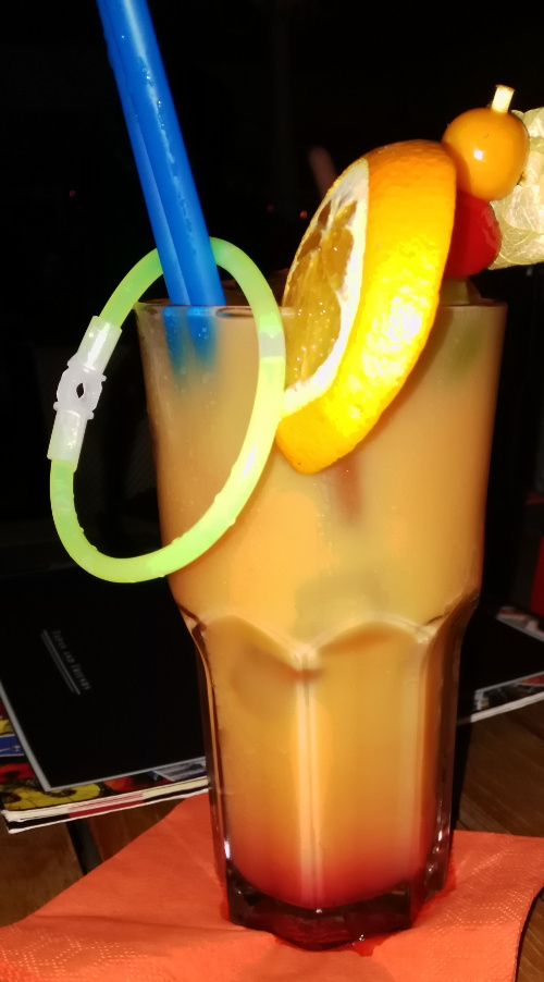Fruchtiger Cocktail mit Orange